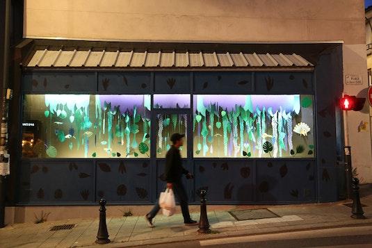 """Installation papier dans la galerie-vitrine """"La Galeru"""", en partenariat avec la ville de Fontenay-sous-Bois"""