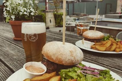 Buvette - Burger, frites, bière