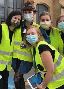Véronique, Mirka, Amandine, Maxine et Joëlle wearing masks and yellow vests